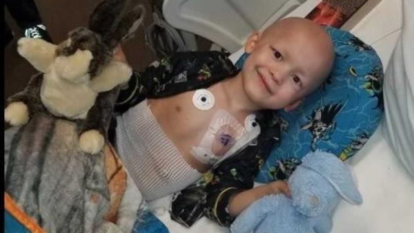 Criança com câncer terminal escreve o próprio obituário