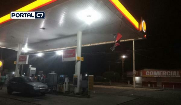 Bandidos armados cometem arrastão em posto de combustível e supermercado em Água Branca