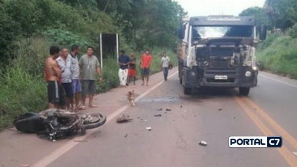 Motociclista morre após colisão frontal com carreta na BR-222
