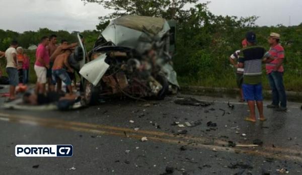 Colisão frontal entre van e caminhão deixa vários mortos e feridos no Maranhão