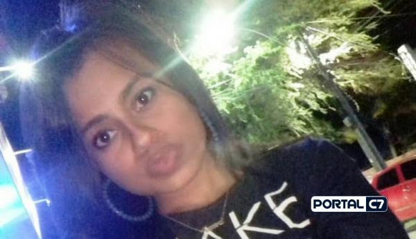 Mulher é encontrada morta a golpes de faca ao lado da filha de um ano