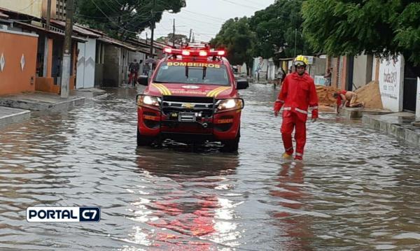 Corpo de Bombeiros atua no resgate de famílias em Parnaíba após fortes chuvas