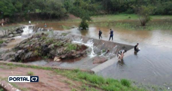 Alerta: Açude Caldeirão do Piauí atingiu sua capacidade e transborda