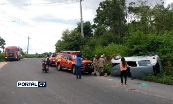 Motorista fica ferido após capotar carro em avenida de Teresina