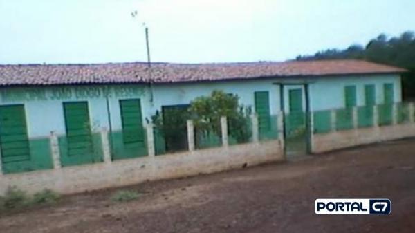 Mãe de aluno invade escola com facão e tenta agredir professora em Floriano