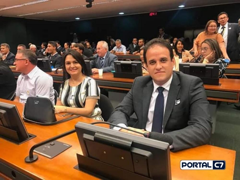 Prefeitos Adelbarto Santos e Diego Teixeira encerram marcha com carta listando avanços e conquistas