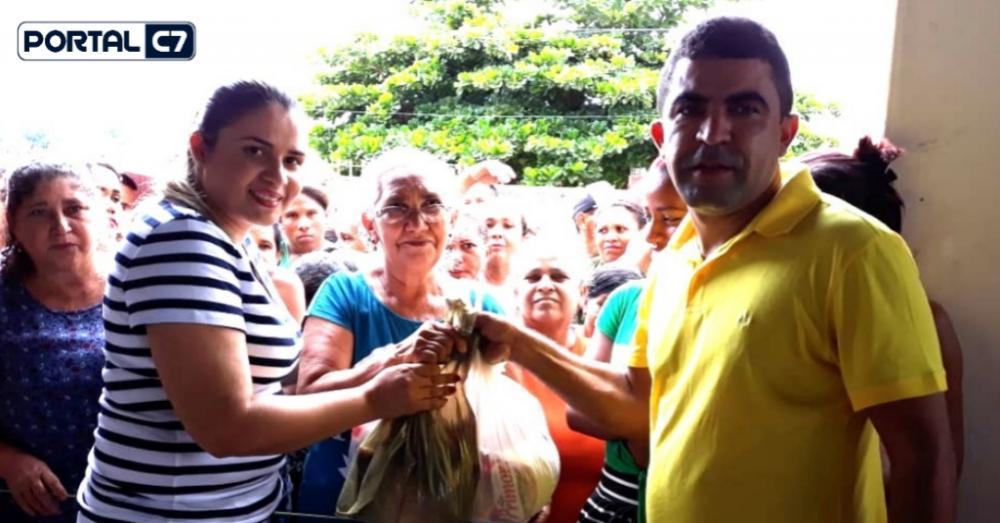 Prefeito Adelbarto Santos e primeira-dama Helainne Almeida