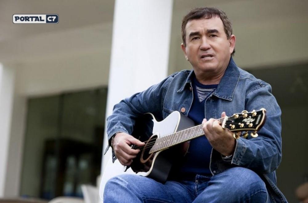 Avião com o cantor Amado Batista faz pouso de emergência na Bahia