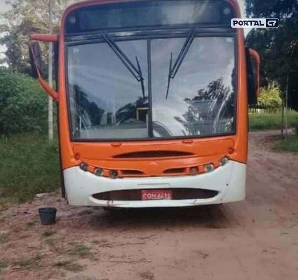 Quadrilha invade ônibus e 'toca o terror' durante arrastão em Timon