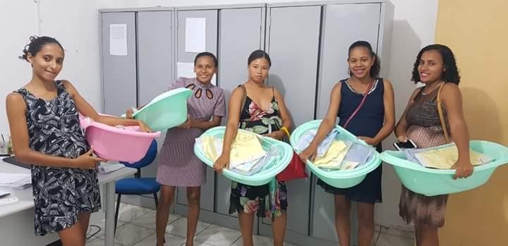 Prefeitura de Amarante encerra grupo de gestantes com entrega de enxovais