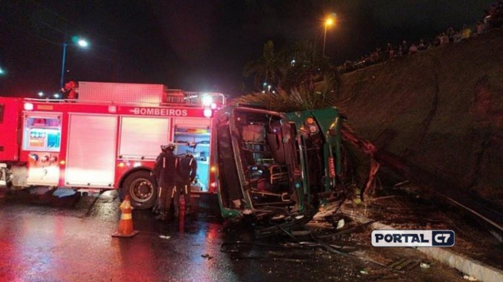 27 passageiros ficaram feridos no acidente (Foto: Reprodução)