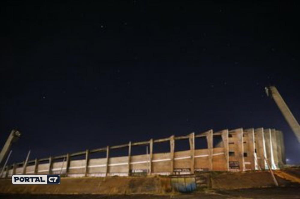 URGENTE: Incêndio atinge o estádio Albertão na zona sul de Teresina