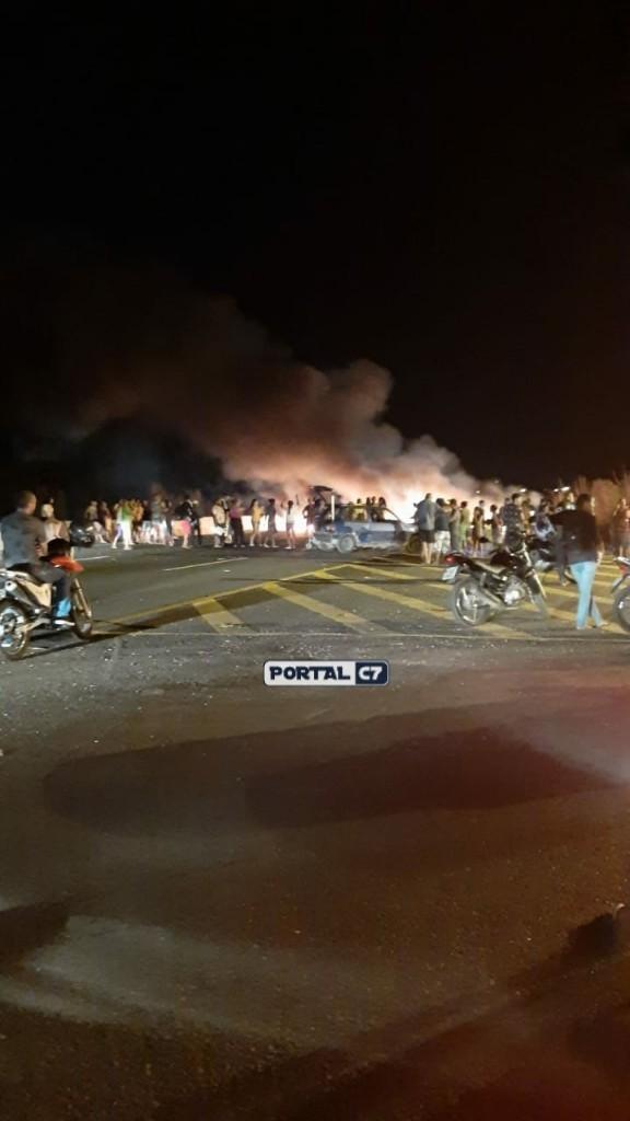 Populares bloqueiam BR 316 e pedem mais segurança em Teresina