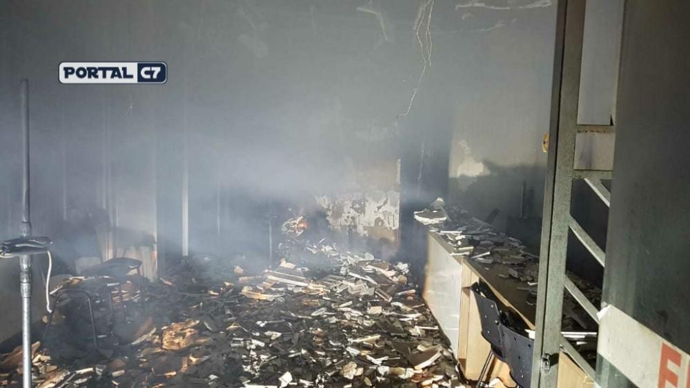 Agência bancária e estúdio fotográfico pegam fogo no interior do Piauí