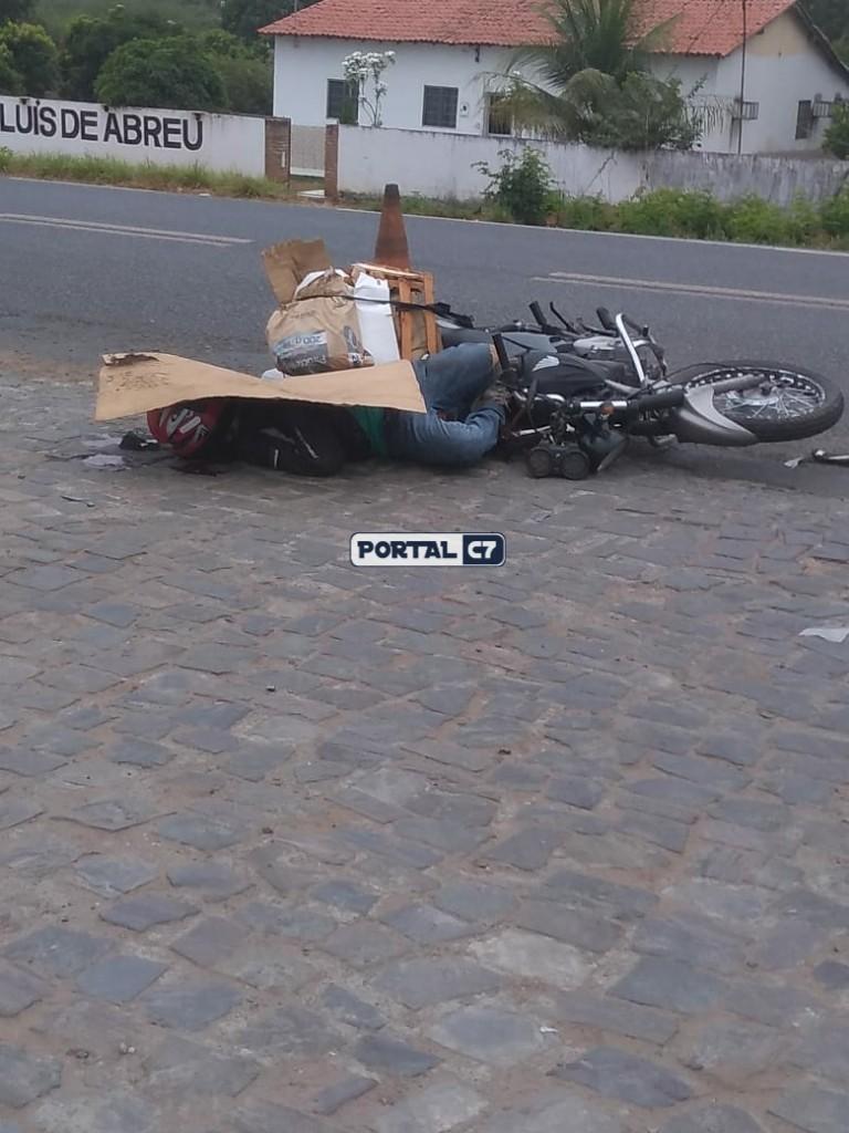 Motociclista morre após colisão com carreta em Monsenhor Gil