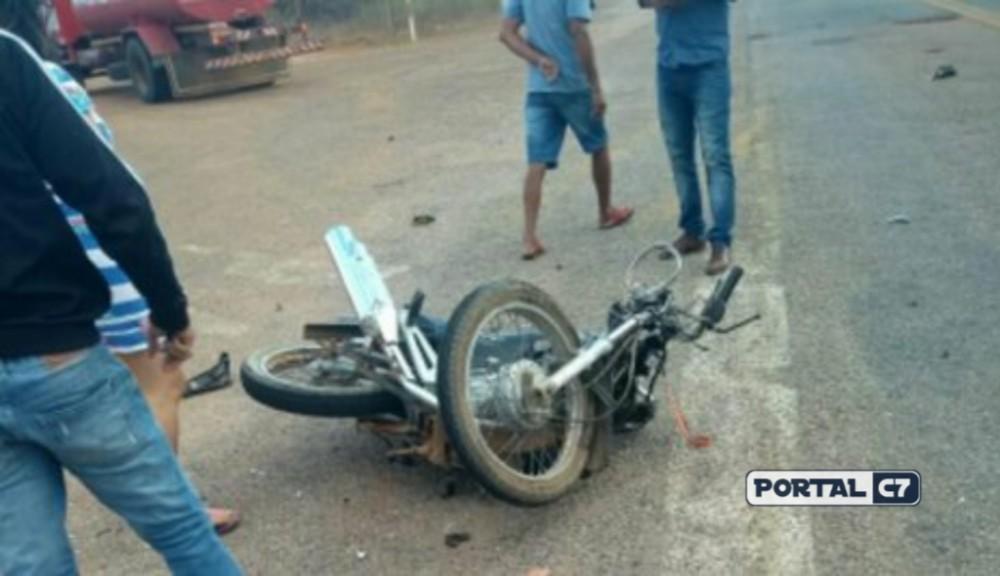 Professora de 42 anos morre ao colidir moto em carro no interior do Piauí