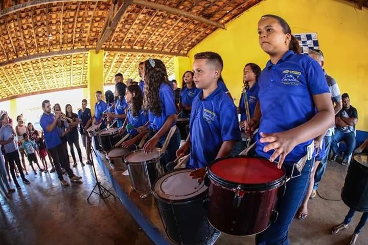 Ciro Nogueira prestigia a 43ª vaquejada de Colônia do Piauí e faz entrega de veículos