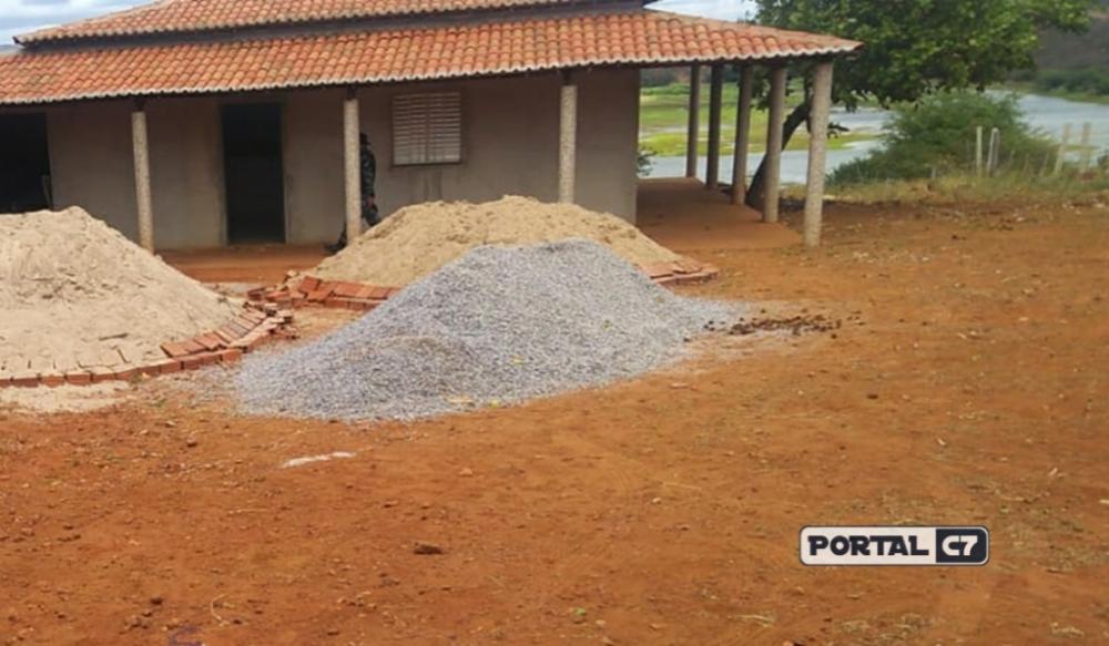 Triplo homicídio ocorreu na área externa da casa de apoio da chácara/Divulgação