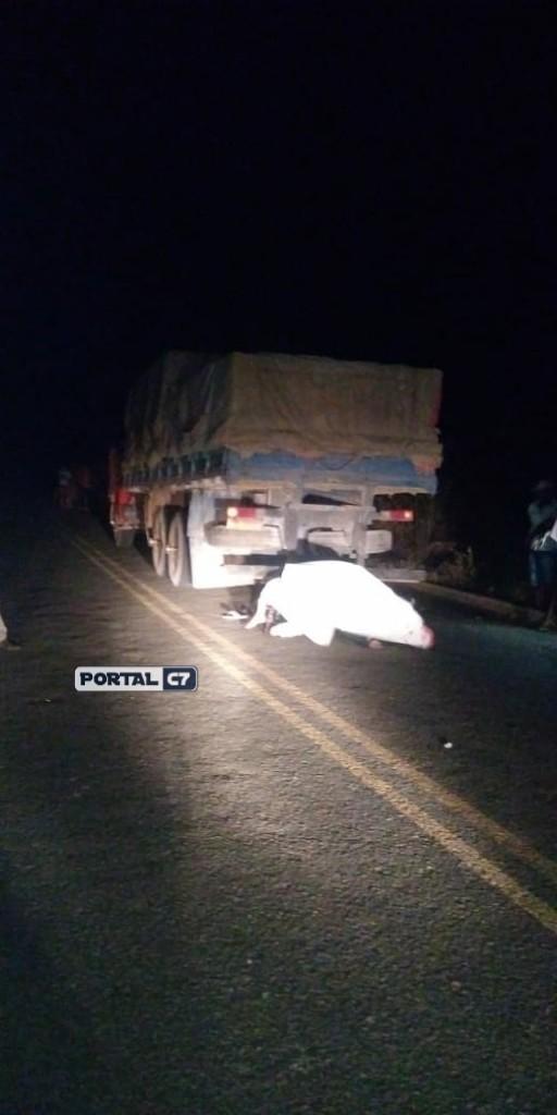 Motociclista morre após colidir em traseira de caminhão na PI-143