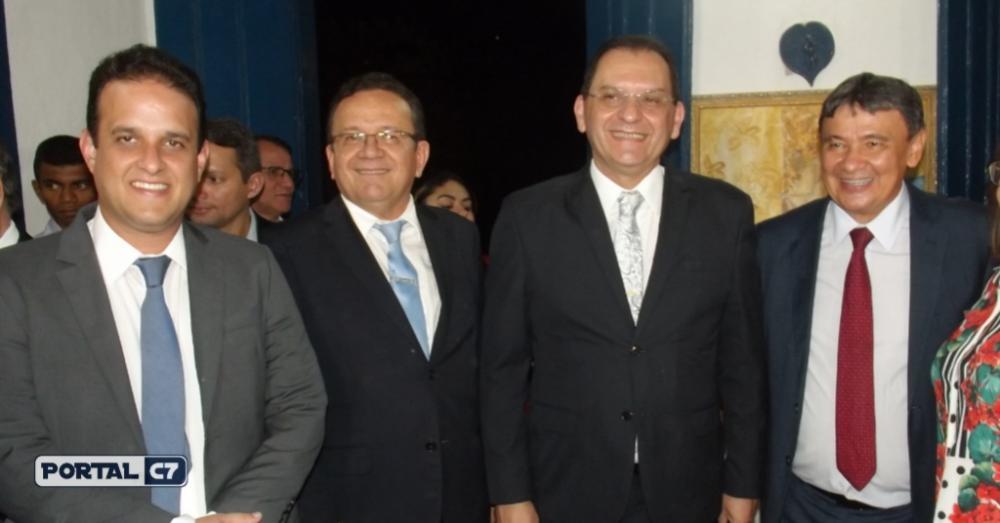 Prefeito Diego Teixeira e autoridades políticas do Piauí