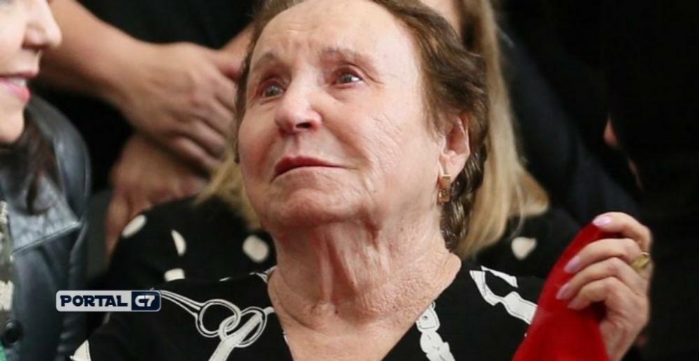 Mãe de Gugu Liberato fala sobre velório e enterro do filho.