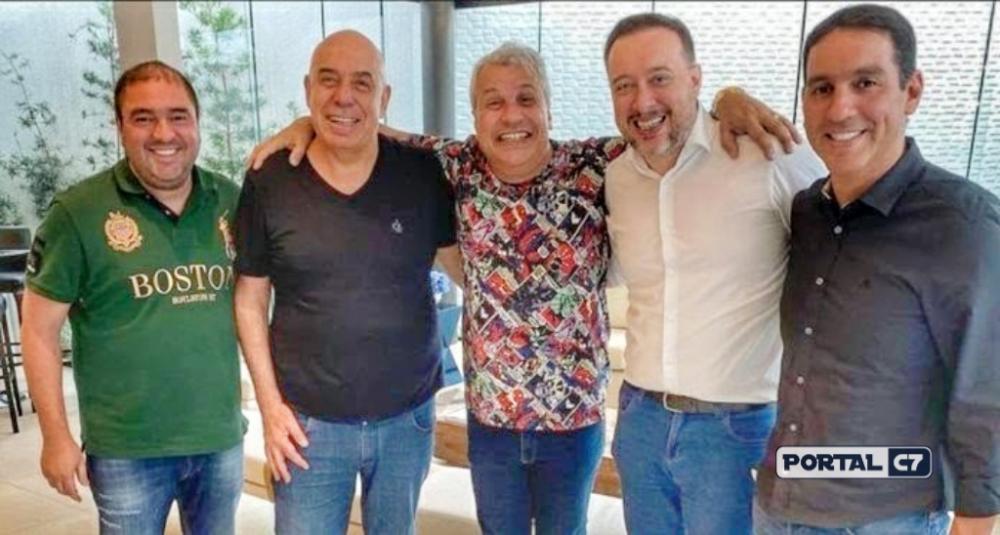 Amilcare Dallevo, Franz Vacek, irmãos Caldetaro e Sikera Jr em reunião nesta terça, em Manaus: apresentador pode ter programa na RedeTV! em 2020 (Reprodução/Instagram)