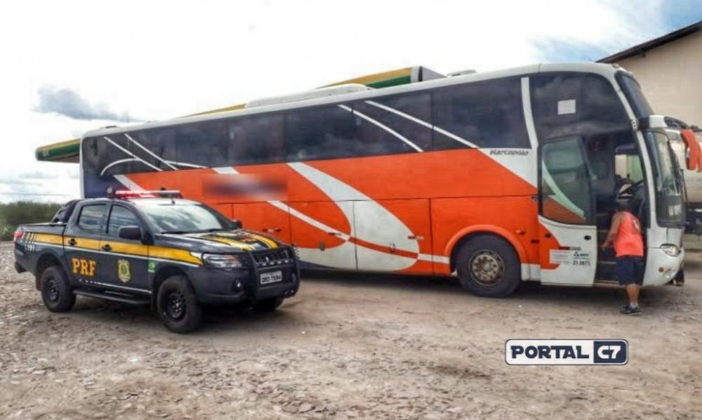 PRF prende empresário e apreende ônibus de turismo com placas clonadas no Piauí