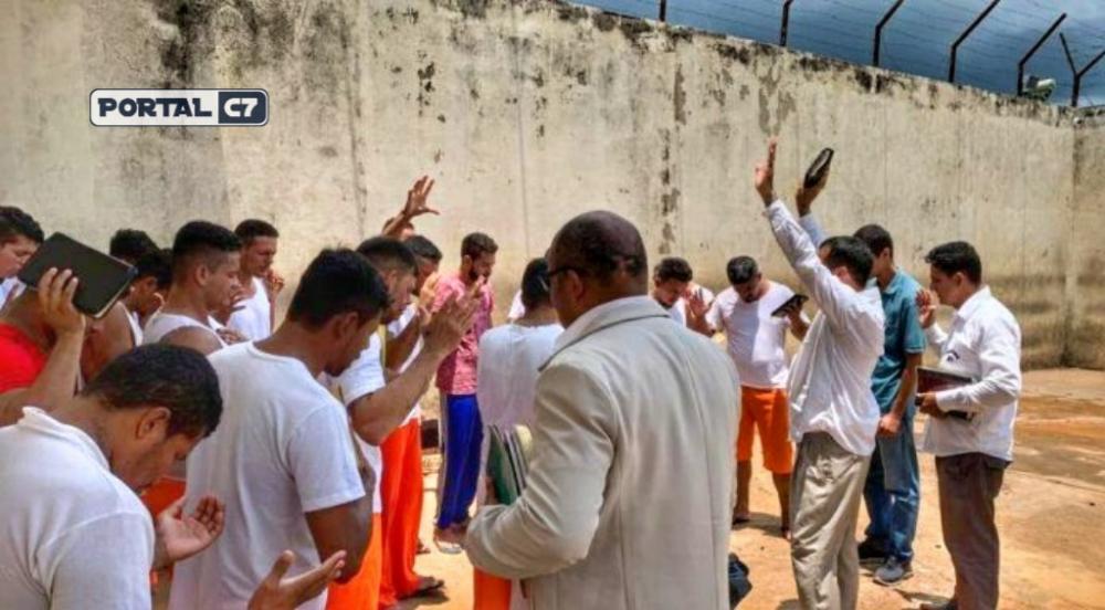 Presos recebem acompanhamento religioso semanalmente Foto: Elenilson Oliveira