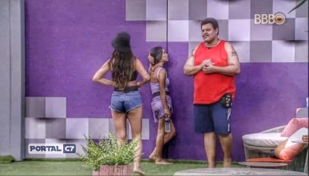 A cantora Manu Gavassi, do Big Brother Brasil, perguntou se Victor Hugo era gay e ganhou uma resposta inusitada do rapaz, que também afirmou ser virgem (Foto: Reprodução / Globo)