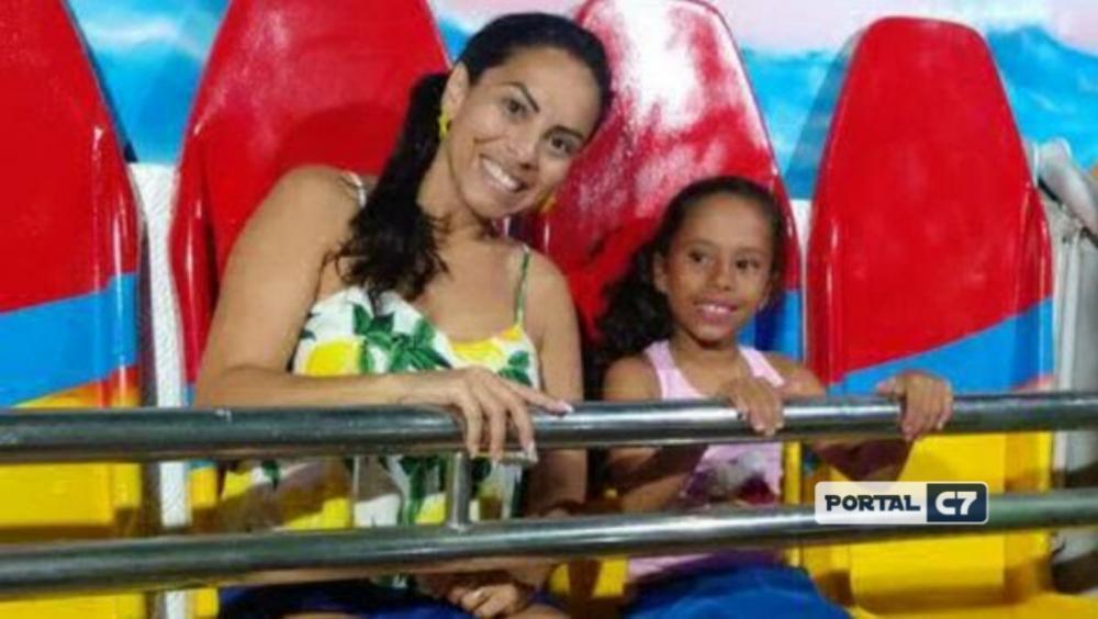 Última foto de Mirian de Oliveira, de 38 anos, e da filha, antes do acidente.