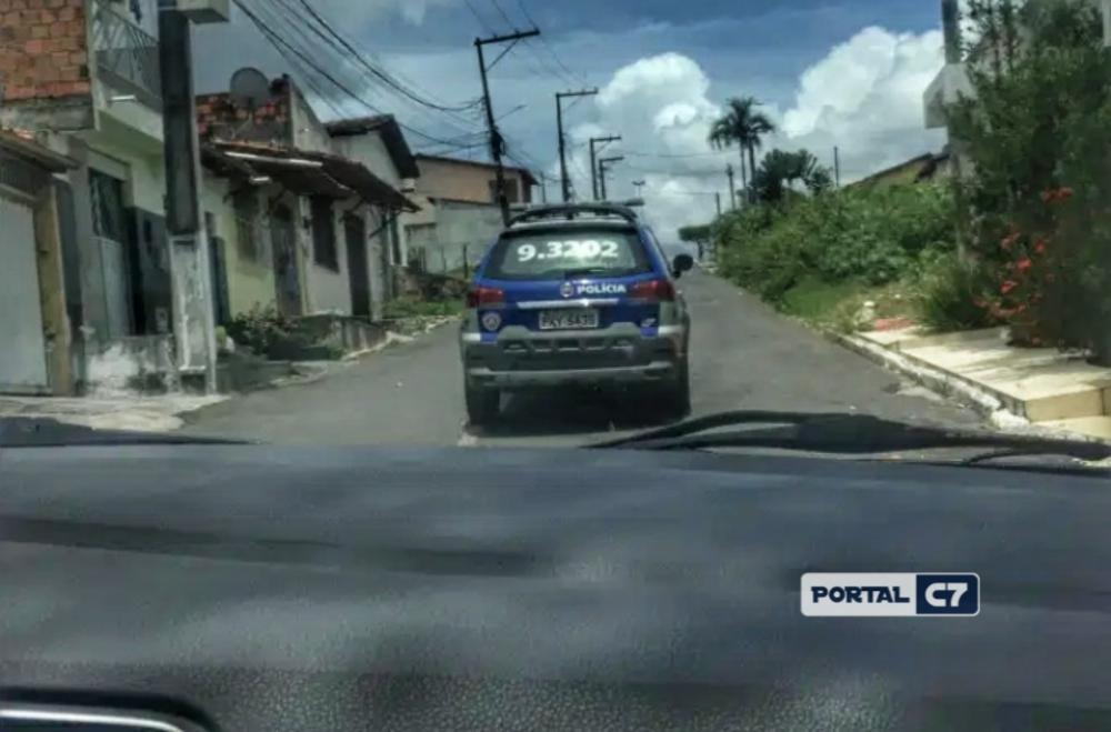 Viatura da Polícia da Bahia: equipe de VEJA foi detida durante investigação da morte de miliciano./Reprodução