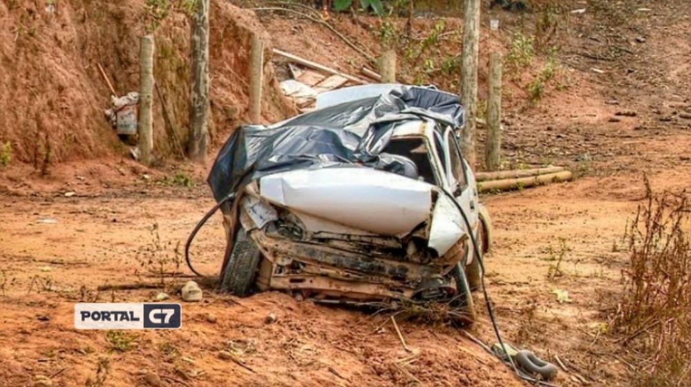 Quatro pessoas morreram em acidente em Pancas — Foto: Reprodução/TV Gazeta