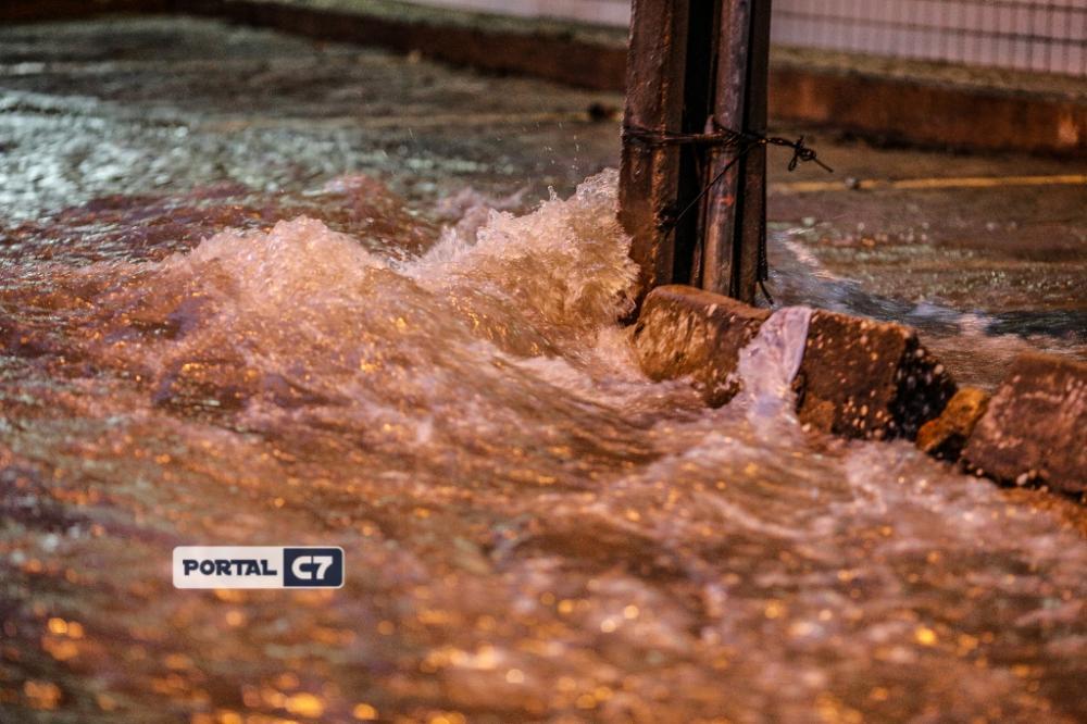 Foto: Marcelo Cardoso/Chuva deixa Teresina alagada