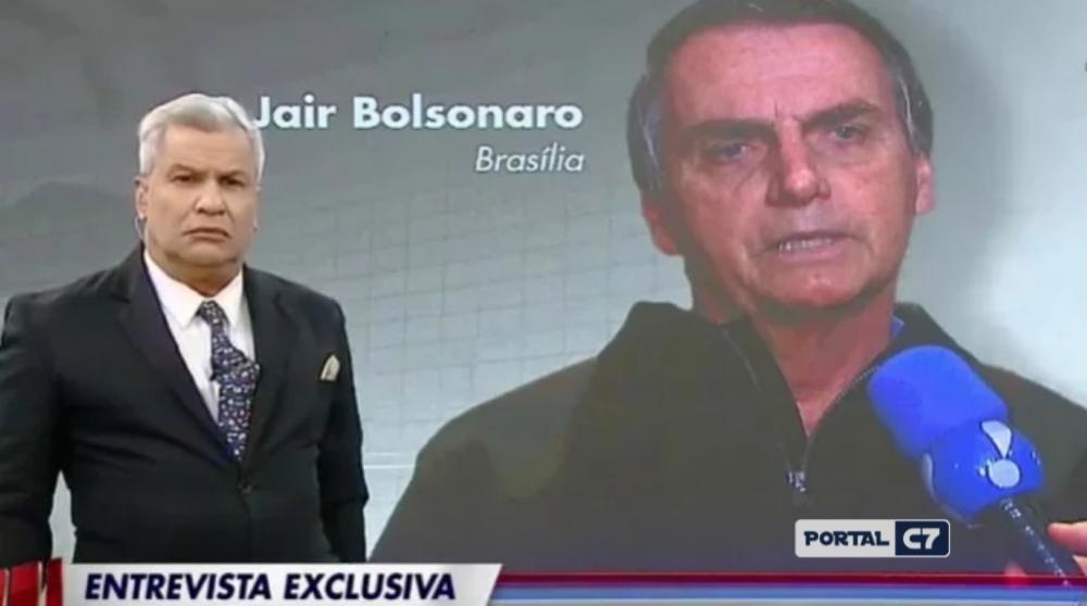 Sikêra Jr. entrevistou Jair Bolsonaro ao vivo no Alerta Nacional (Foto: Reprodução / RedeTV!)