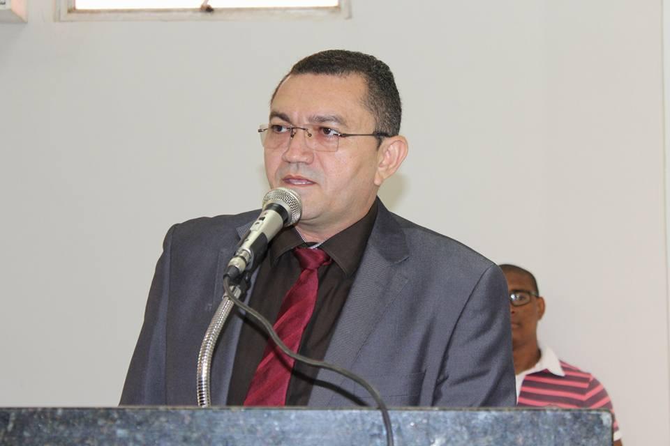 Prefeito de Picos é condenado à perda de direitos políticos por contratar empresa de vereador