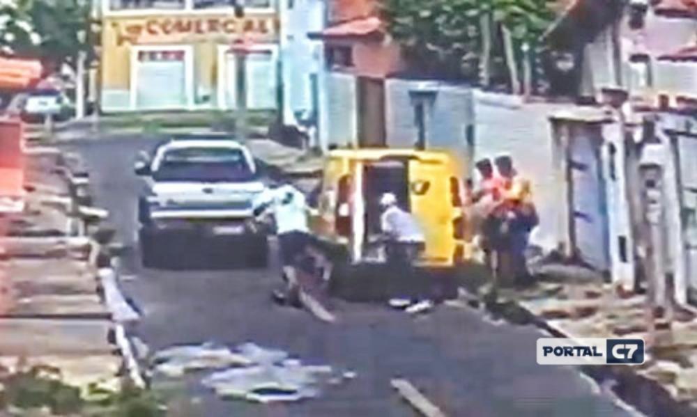 VÍDEO: Bandidos roubam mercadorias do carro dos Correios em Teresina