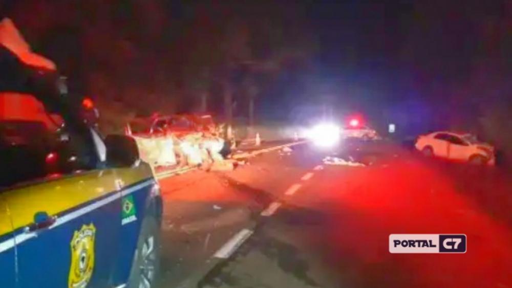 Grave acidente provoca duas mortes entre carros na BR-116