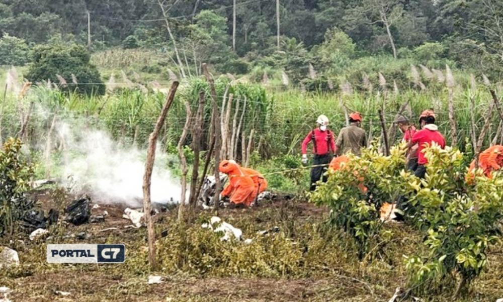 Corpos das vítimas do acidente com avião que voltavam para Teresina são resgatados