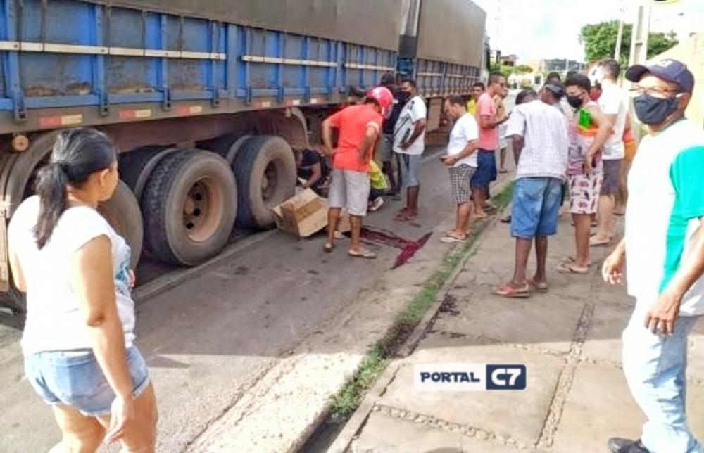 Motociclista morre preso entre pneus de caminhão que o arrastaram por 40 metros no Piauí