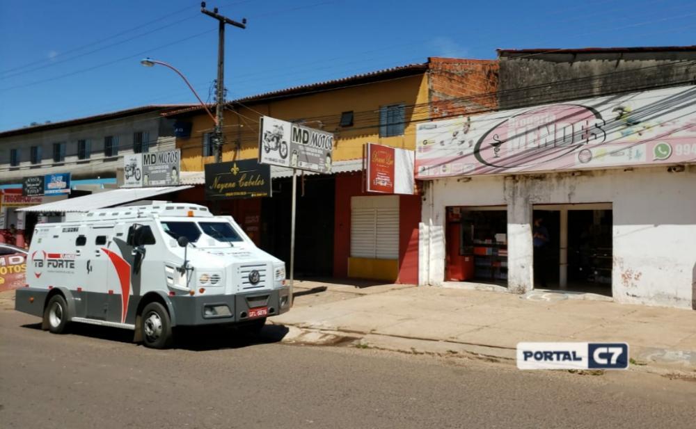 Foto: Brunno Suênio/Criminosos tentam roubar carro-forte na zona leste de Teresina