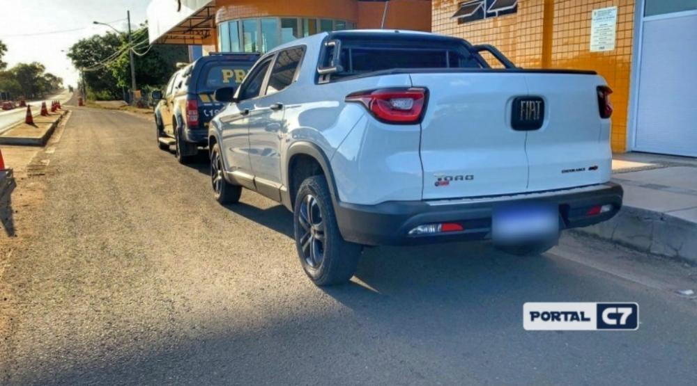 PRF apreende carro de prefeitura com identificação adulterado em Floriano