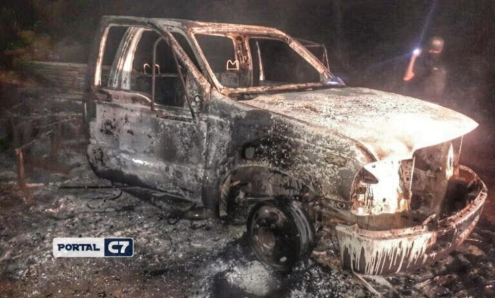 Polícia investiga incêndio misterioso de carro em estrada no sul do Piauí