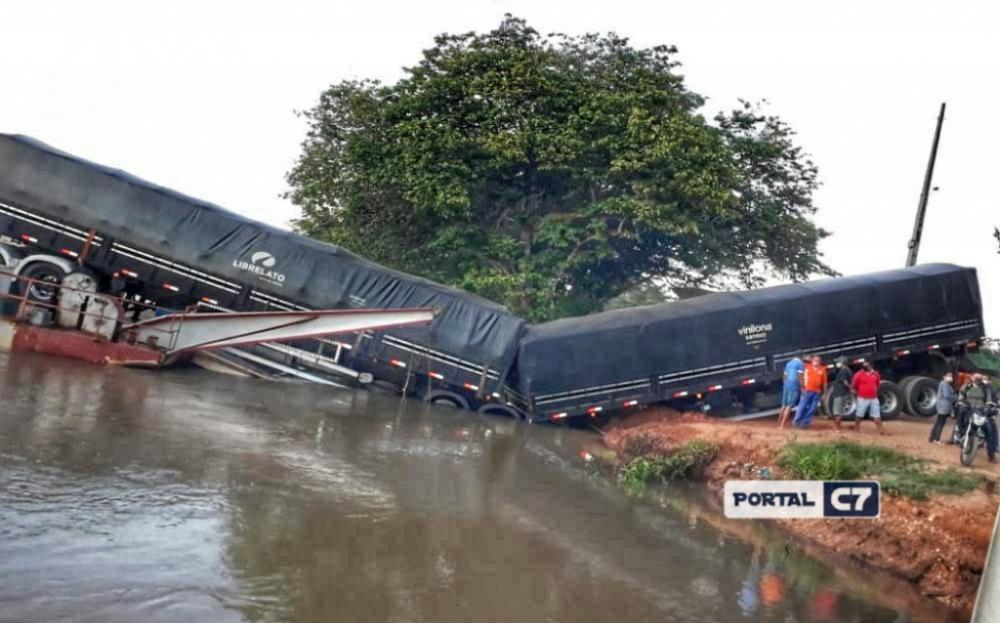 Carreta cai dentro do Rio Parnaíba na Cidade de Parnarama no Maranhão