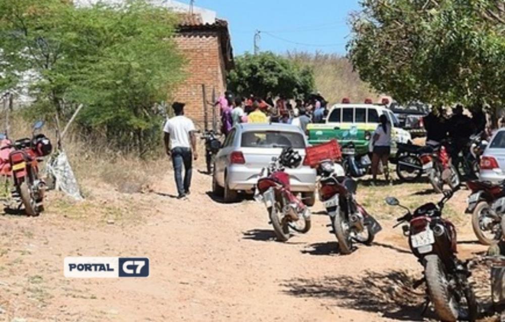 Jovem de 20 anos é assassinado a tiros na porta de casa no interior do Piauí